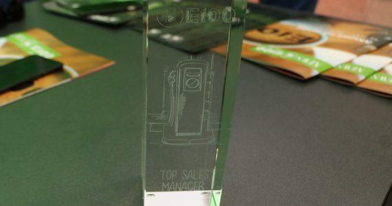 Menedżer sprzedaży E100: najlepszy z najlepszych